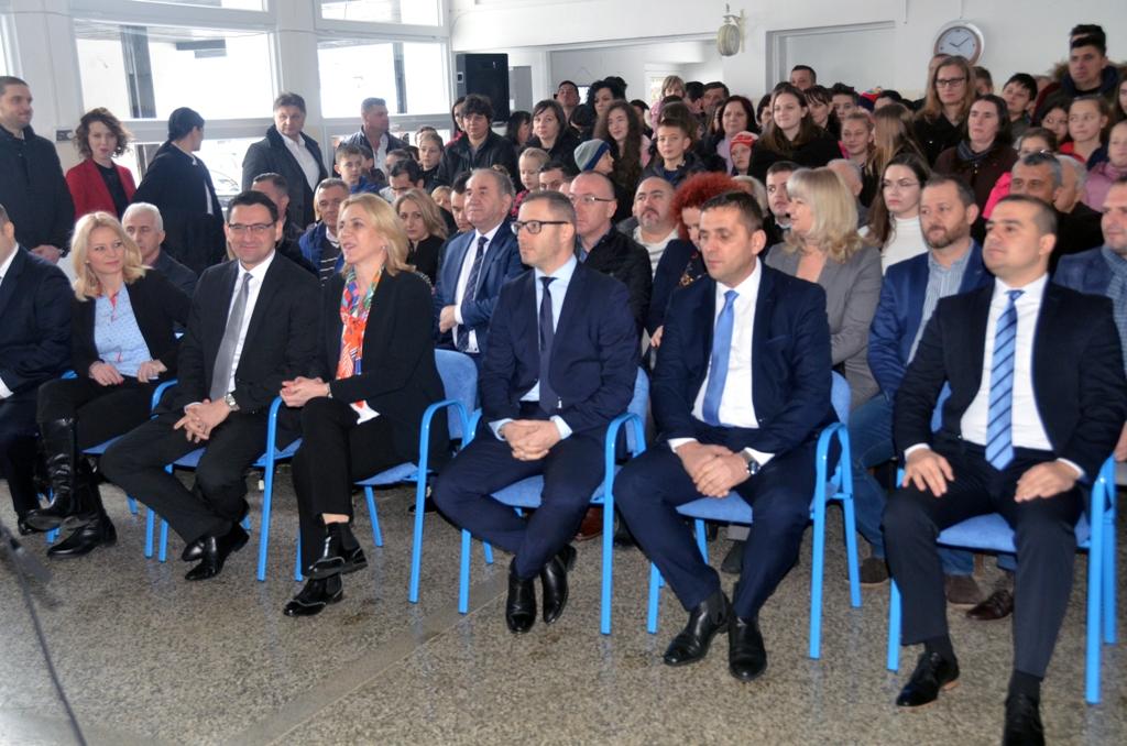 Прњавор - отворена обновљена школа у Насеобини Лишња